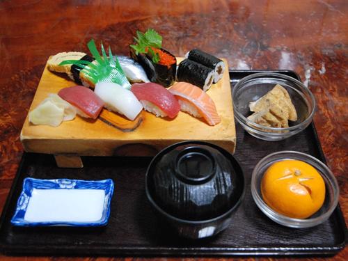 大衆割烹こやま4にぎり寿司ランチ